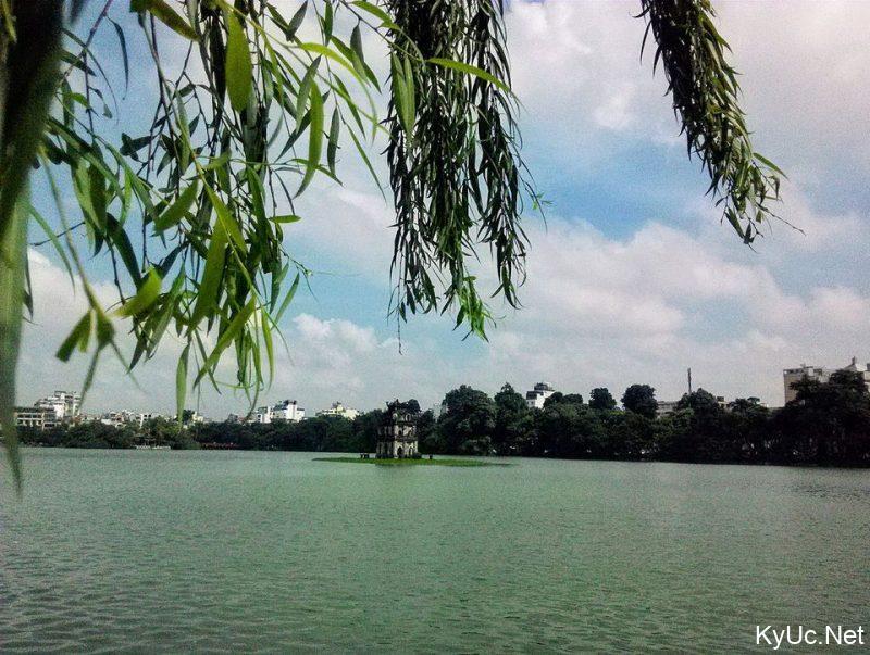 Hồ Gươm 1 ngày không nắng