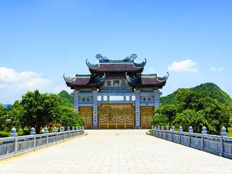 Tam Quan ngoại - chùa Bái Đính