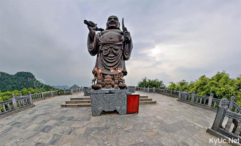 Tượng Phật Di Lặc - chùa Bái Đính